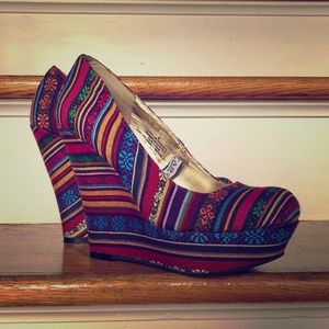 Tribal striped wedges